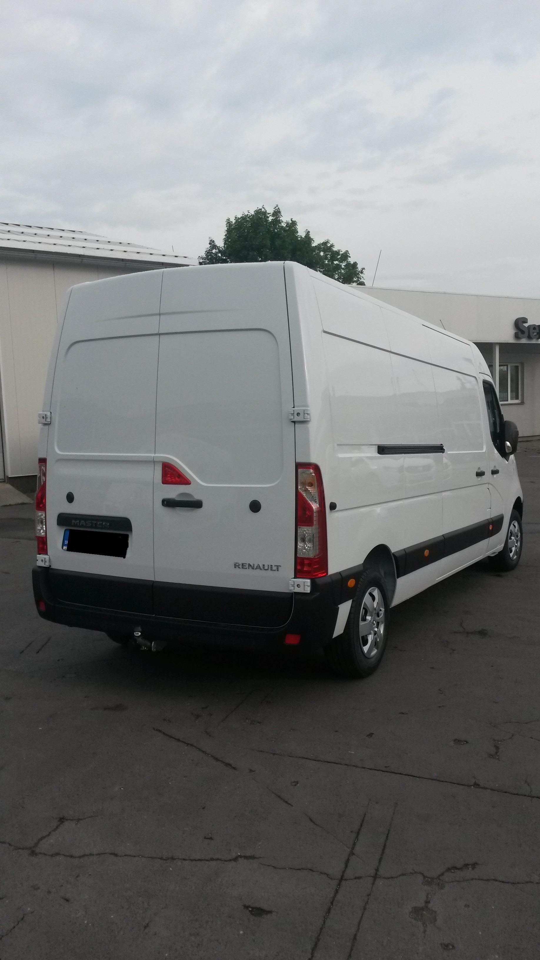 9miestneauto - prenájom úžitkového vozidla Renault Master - zadný pohľad