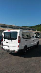 9miestneauto - prenájom 9 miestneho vozidla Renault Trafic - zadný pohľad