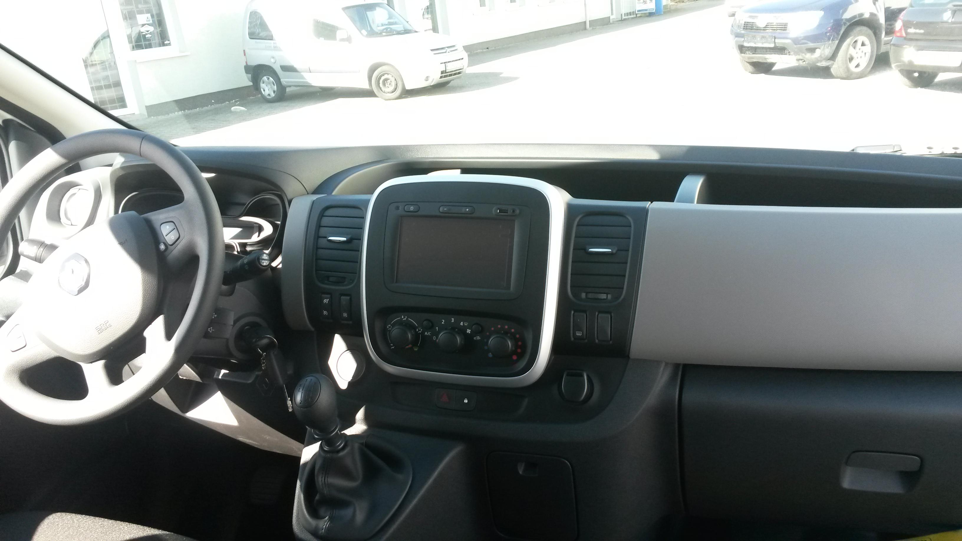 9miestneauto - prenájom 9 miestneho vozidla Renault Trafic - interiér