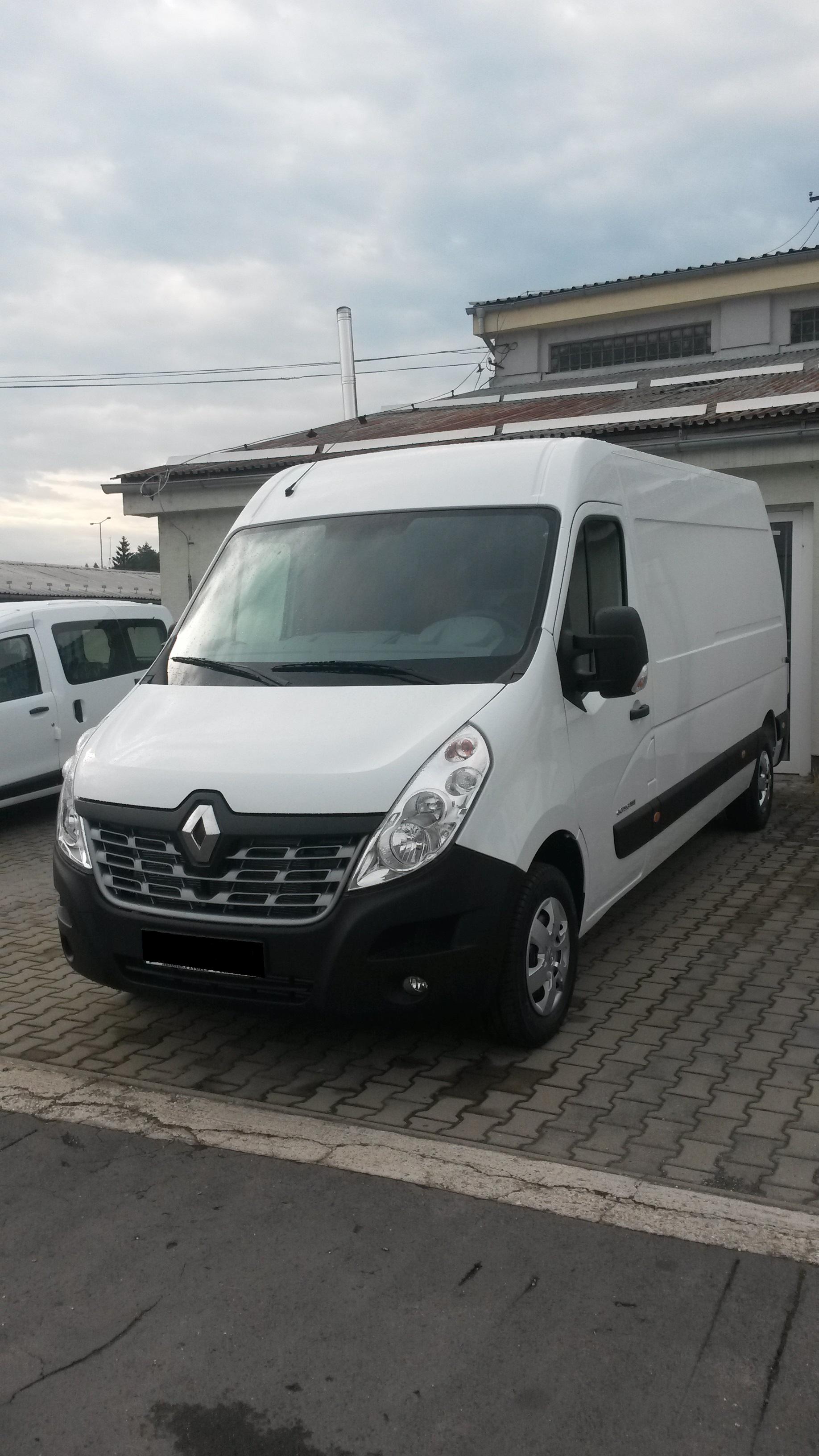 9miestneauto - prenájom úžitkového vozidla Renault Master - predný pohľad